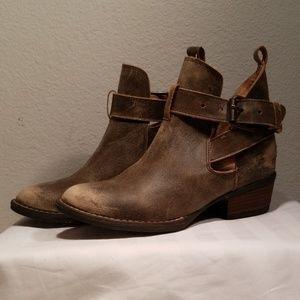 Very Volatile LA boots
